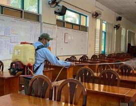 Phòng GD tổ chức tập huấn đông người trong thời dịch Covid-19, GV lo lắng
