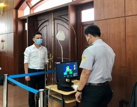 Đà Nẵng: Đại biểu được đo thân nhiệt trước kỳ họp HĐND bất thường