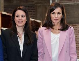 Hôn má bộ trưởng mắc Covid-19, Hoàng hậu Tây Ban Nha phải xét nghiệm