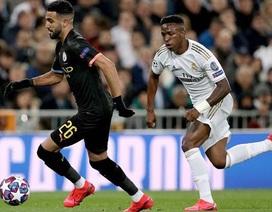 Hoãn hai trận đấu ở Champions League vì Covid-19