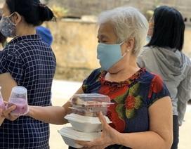 Hơn 1.000 cư dân khu cách ly được phục vụ ăn uống miễn phí