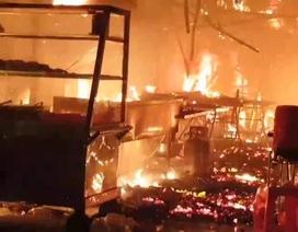 Quán cơm bốc cháy dữ dội, khách nháo nhào bỏ chạy