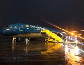 Nhiều chuyến bay chở người Việt từ châu Âu hạ cánh xuống Vân Đồn