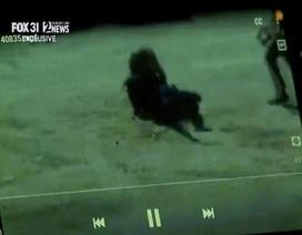 Nữ cảnh sát dũng cảm dùng tay không chống lại sư tử núi