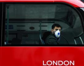 Thủ tướng Anh thừa nhận Covid-19 lan nhanh ở London, dân đổ xô tích trữ