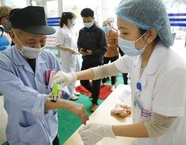 Lấy mẫu xét nghiệm bệnh nhân Hải Phòng bị sốt sau khi khám tại Bệnh viện K