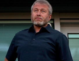 """Tài sản của ông chủ Chelsea """"bốc hơi"""" 2,4 tỉ bảng vì Covid-19"""