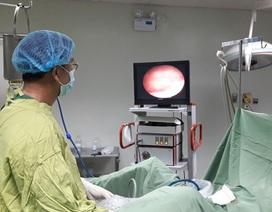 Đi tiểu ra máu vì quên ống thông trong niệu quản 3 năm