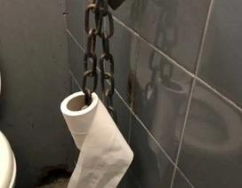 Covid-19: Xích giấy vệ sinh trong nhiều nhà vệ sinh công cộng ở London vì sợ trộm