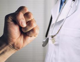 Nam bác sĩ bị nhóm côn đồ hành hung ngay tại bệnh viện
