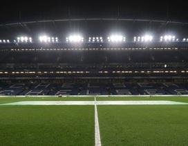 Premier League tiếp tục hoãn thi đấu tới 30/4