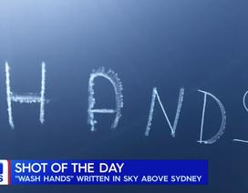 """Thông điệp """"Rửa tay"""" xuất hiện trên bầu trời Australia"""
