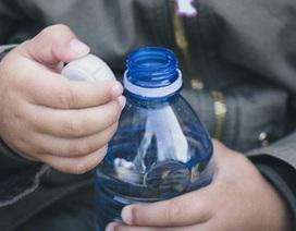 Chỉ cần mở nắp chai nhựa cũng có thể gây ô nhiễm môi trường?