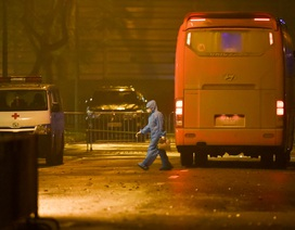 Chuyến xe chở công dân về khu cách ly Pháp Vân - Tứ Hiệp trong đêm mưa