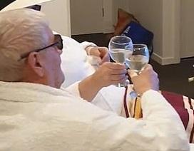 Thời dịch corona: Cặp đôi kỷ niệm ngày cưới qua màn hình phẳng