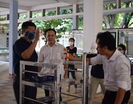 Giảng viên chế tạo robot vận chuyển trong khu cách ly phòng Covid- 19
