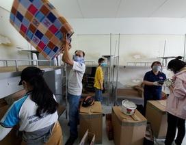 Hàng trăm giảng viên, sinh viên dốc sức thu dọn ký túc xá làm khu cách ly