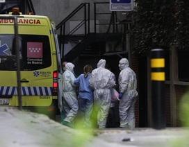 Thêm 514 ca Covid-19 tử vong, Tây Ban Nha biến sân trượt băng thành nhà xác