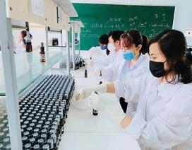 Điều chế nước rửa tay khô để phát miễn phí phòng chống dịch Covid - 19