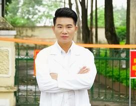 Ca sĩ Việt Tú xúc động hát về người chiến sĩ blouse trắng
