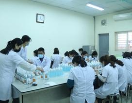 Một đại học chi 2 tỷ đồng pha chế gel rửa tay sát khuẩn tặng cộng đồng