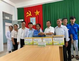 Trường THPT pha chế dung dịch rửa tay khô tặng các bệnh viện, trường học