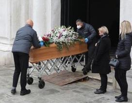 Quá tải thi thể Covid-19, nhân viên tang lễ Italia làm việc đến kiệt sức