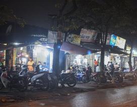 Hà Nội: Quán xá vẫn đông đúc đến tối giữa mùa dịch Covid-19