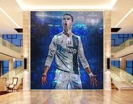 """Không chịu """"kém"""" Messi, C.Ronaldo chi cả triệu USD mua bức tranh"""