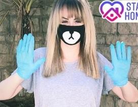 Rhian Sugden giản dị đeo găng tay ra phố