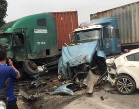2 xe container tông nhau nát bét đầu, quốc lộ ùn tắc nghiêm trọng