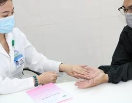 Nhiều người tổn thương da vì thường xuyên sát khuẩn phòng Covid-19