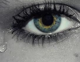 Virus corona có thể bị lây qua nước mắt hay không?