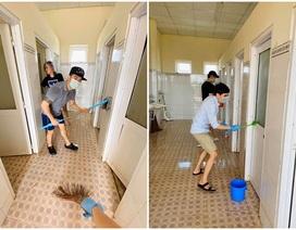 Du học sinh rủ nhau phụ giúp dọn nhà vệ sinh chung của khu cách ly
