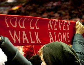"""Sau 57 năm, """"You'll Never Walk Alone"""" lên ngôi đầu bảng vì... hoàn cảnh"""