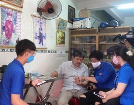 """Thanh niên Bình Định """"đến từng ngõ, gõ từng nhà"""" hỗ trợ dân khai báo y tế"""