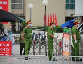 An ninh siết chặt, lập chốt bảo vệ quanh cổng Bệnh viện Bạch Mai