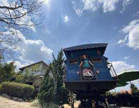 Mê xe lửa, cặp vợ chồng Đà Lạt mua toa tàu trăm tuổi về dựng quán cà phê