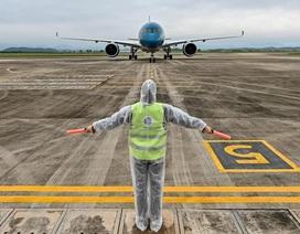 56 người Việt từ Ukraine về nước tại Sân bay Vân Đồn
