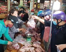 """Phú Yên: Lo lắng """"đóng cửa"""" chợ, nhiều người đua nhau tích trữ lương thực."""