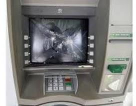 Bắt đối tượng không rút được tiền bực mình đập phá 2 cây ATM