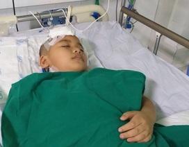 Xót thương cảnh cháu bé 9 tuổi bị xuất huyết não nằm bất động trên giường