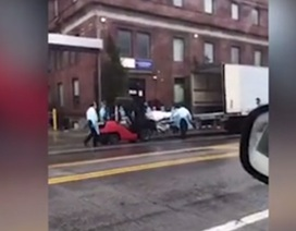 Video các thi thể được đưa lên xe tải đông lạnh ở New York