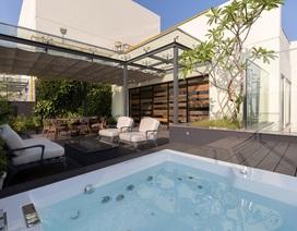 Căn penthouse xa xỉ, có cả bể bơi trên sân thượng của vị doanh nhân Hà Nội