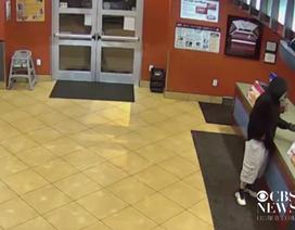 Đen đủi tên cướp nhà hàng gặp đúng vợ chồng cảnh sát đến ăn