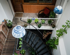 Ngôi nhà phố màu trắng, nổi bật trong hẻm nhỏ ở Sài Gòn
