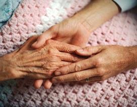 Cảm động câu chuyện bà cụ 90 tuổi từ chối máy thở, nhường cơ hội sống...