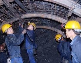 Cứu hộ thành công 6 công nhân mắc kẹt trong lò than