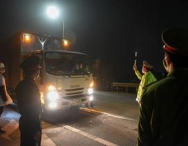 Trắng đêm đo thân nhiệt tại cửa ngõ Phú Thọ tiếp giáp Hà Nội