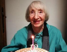 """Cụ bà 102 tuổi khỏi Covid-19 được mệnh danh """"người bất tử"""""""